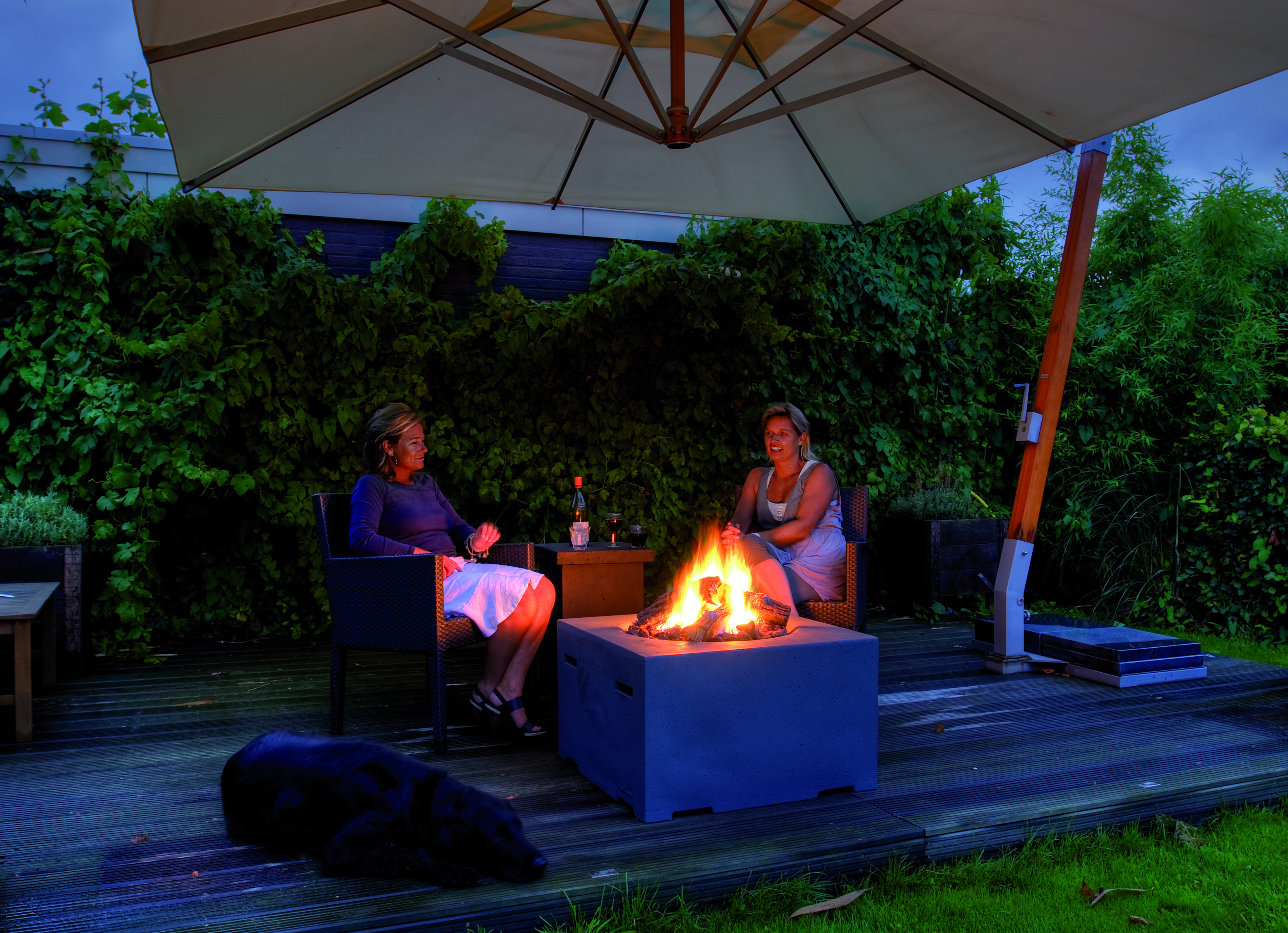 presse garten und terrassen feuerstellen gem tlichkeit und w rme auf knopfdruck. Black Bedroom Furniture Sets. Home Design Ideas